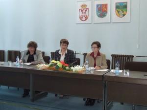 Doterajšie a aj budúce funkcionárky asociácie žien: (sprava) tajomníčka Mária Gašparovská, predsedníčka Viera Miškovicová a pokladníčka Katarína Zorňanová   (foto: K. Gažová)