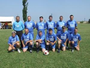 Mužstvo veteránov pivnickej Slávie vlani na turnaji vLaliti