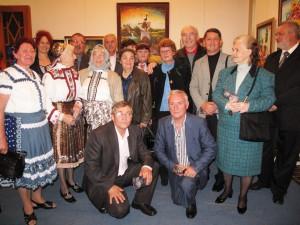 Maliari s Annou Tomanovou-Makanovou, predsedníčkou NRSNM, v GIU v roku 2010 (v úzadí stojí prvá zľava)