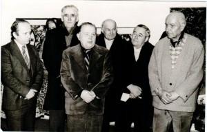 Popredný juhoslovanský maliar Milan Konjović (druhý zľava) vystavoval aj v Kovačici