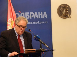 Akademik Vladimir Kostić pri portréte maliarky