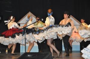 Rozkrútené petrovské tanečnice pri dynamických piesňach