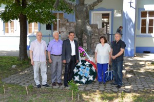 Na fotke zľava: Vlado Milošević, Stanko Kondić, Borislav Antonić, Katarína Vrabčeniaková a Milenko Vasić. (foto: J. Berédi)