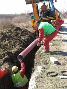 Čoskoro rúry kanalizačného potrubia položia aj v kysáčskych uliciach