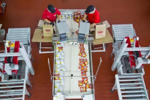 Pred transportom do predajní výrobky treba ešte dobre zabaliť  (foto: www.pepsico.com)