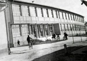Nová školská budova slávnostne otvorená v roku 1966