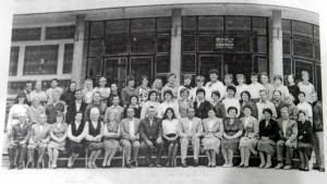 Pracovný kolektív ZŠ maršala Tita v roku 1985