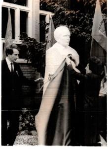 Momentka zo slávnostného odhalenia busty maršala Tita