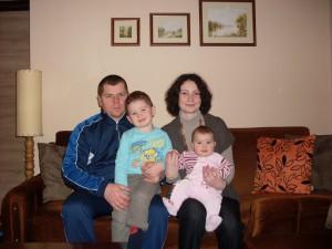 Rodina Hromčíková z Bieleho Blata sa po synovi Miroslavovi potešila dcére Laure, ktorá na svet prišla v rodisku matky Jany – na Slovensku