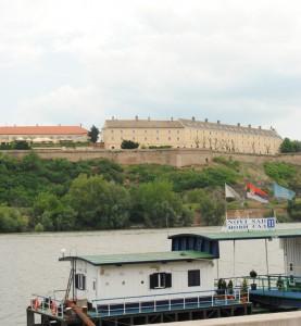 Dejisko diania o mesiac: Petrovaradínska pevnosť