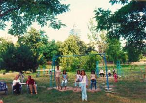 Dnes sa v zeleni týchto stromov nachádzajú detské parky