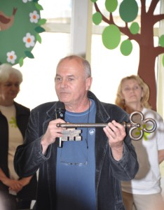 Symbolický Čajakov kľúč, ktorý uzamkýna brány školy