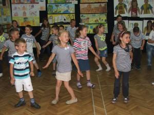 Smelí námorníci spestrili tancom vernisáž v škôlke (foto: E. Šranková)
