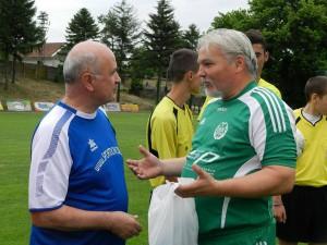 V dresoch obľúbených klubov: veľvyslanec Ján Varšo (vľavo) a Ladislav Petrovič
