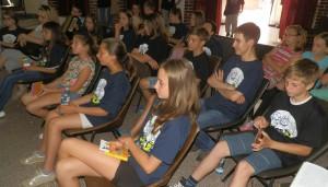 Obecenstvo na knižnej prezentácii