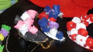 A takto vypadajú náhrdelníky z plstených kvietkov
