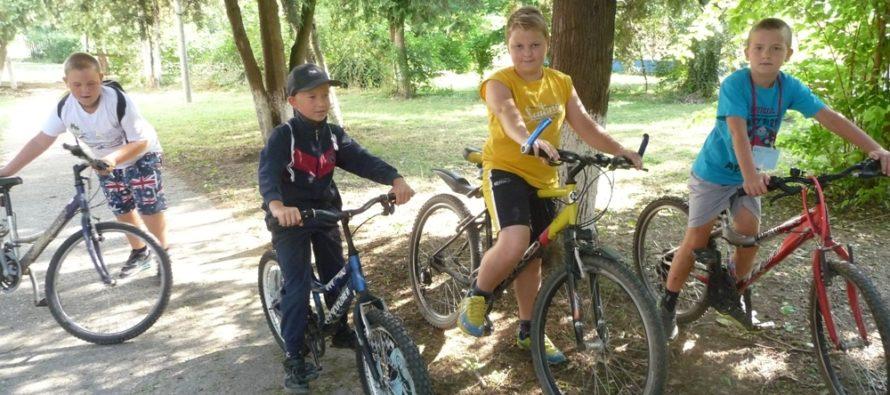 Vľavo, vpravo na bicykloch