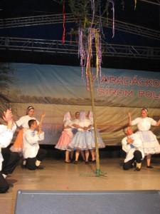 Šíďania so spevom a tancom zvalili máj