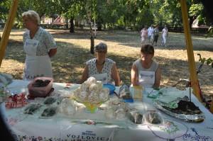 """Udruženje žena iz Vojlovice je za ovu priliku pripremilo taške i buhtle sa makom, kao i vojlovičke lopte """"herovke"""" (prženo slatko testo u obliku lopte)"""