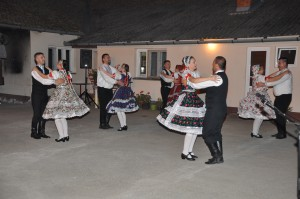 """Tradicionalnu igru """"tapantoše"""" izveli su članovi kulturo-umetničkog društva """"Đetvan"""""""