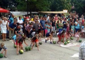 Tí najmladší sa výborne zabávali gúľaním melónov (Foto: A. Chalupová)