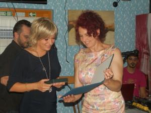 Cenu Anny Kolárovej Nemogovej novinárke Rite Trifkovićovej odovzdala Anna Tomanová Makanová (Foto: J. Bartoš)