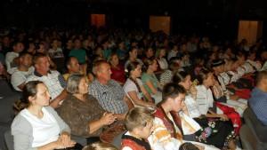 Záujem Padinčanov o slovenské ľudové piesne a tance pretrváva, čo dokonca dosvedčili aj všetky obsadené stoličky počas programu.