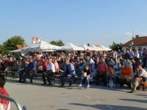 Početné obecenstvo na dedinskej oslave
