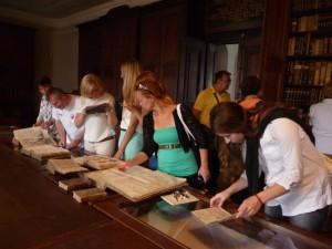 VLyceálnej knižnici vBratislave sme listovali vSlovenských národných novinách