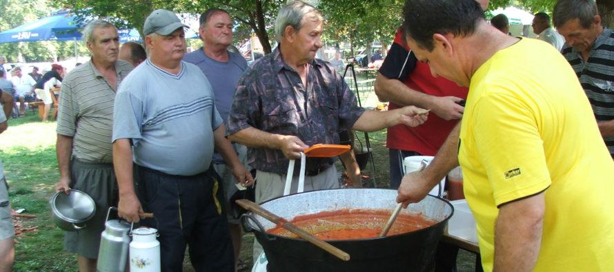 Súťaž vo varení rybacej polievky