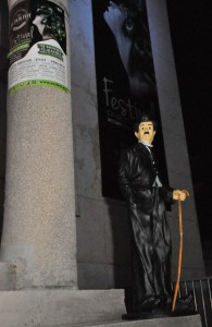 """Chaplin ako maskot v prvý večer záhadne zmizol, ale sa po jednom dni """"hľadania"""" zase objavil"""