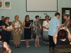 Uznania v rukách zaslúžilých učiteľov (Foto: E. Šranková)