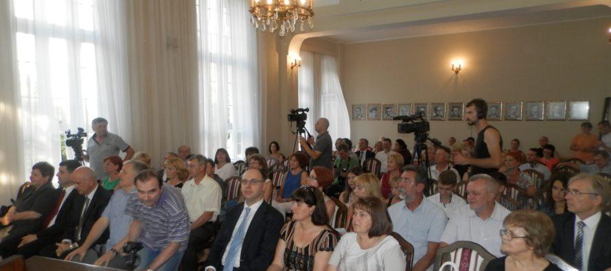 Na slávnostnej schôdzi NRSNM udelili ceny aplakety zaslúžilým kolektívom ajednotlivcom