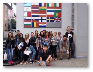 Študenti z Letnej univerzity pre krajanov po prednáške v EIC (Foto: CĎV UK)