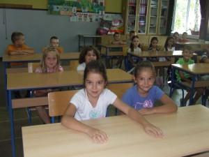 Kulpínski prváci prvý deň v školských laviciach...