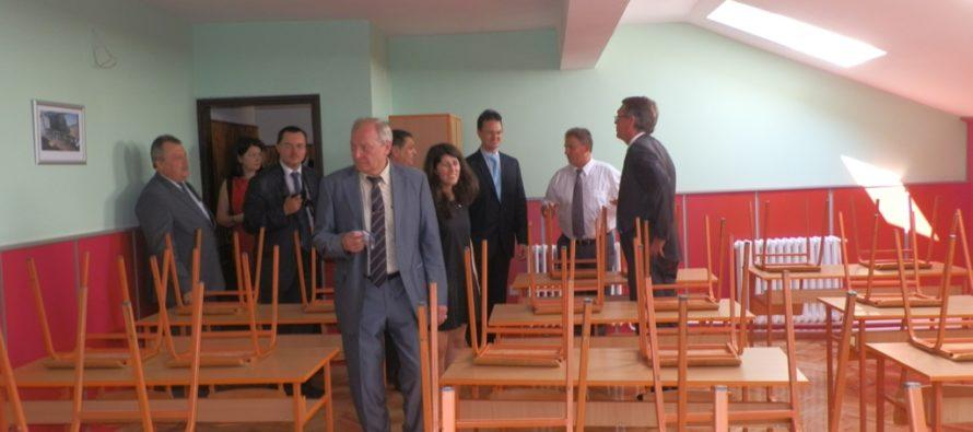 Minister Verbić a veľvyslanec Čepurin v základnej škole v Golubinciach