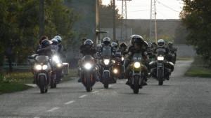 Jazda na motorke je obľúbeným koníčkom aj mnohých Kovačičanov