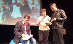 Na záver predstavenia Roman Pomajbo vypisoval aj certifikáty o zdolaní otcovského kurzu