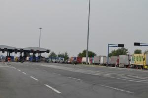 Cez hranicu so srbským pasom, ale nie so srbskými poznávacími značkami