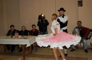 Ukážky ľudových tancov predviedli Jana a Adam V. Stupavský