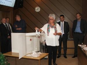Tajné hlasovanie – voľba členky Mestskej rady Mesta Nový Sad  (Foto: E. Šranková)