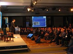 Premiér Aleksandar Vučic (vľavo)a mal záverečný prejav