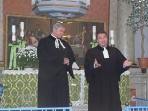 Bývalý a aktuálny kulpínsky farár: (zľava)Juraj Šefčík a Jaroslav Javorník