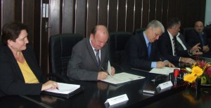 Podpisovanie zmluvy o partnerstve medzi Obcou Petrovec a mestom Martin