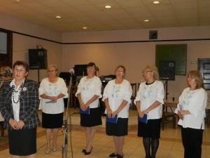 Predsedníčka Spolku žien Slovenka Viera Miškovicová (zľava) a členky speváckej skupiny