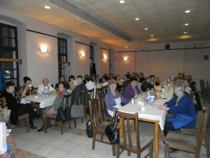 Hložianske ženy a ich hostky v kaviarni Pod lipami