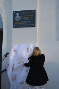 Pamätnú tabuľu odhalila úradujúca riaditeľka ÚKVS Katarína Mosnáková-Bagľašová