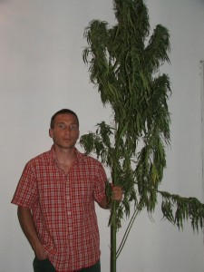 Kysáč Ján Privizer odporúča výrobky z konopí (Foto: E. Šranková)