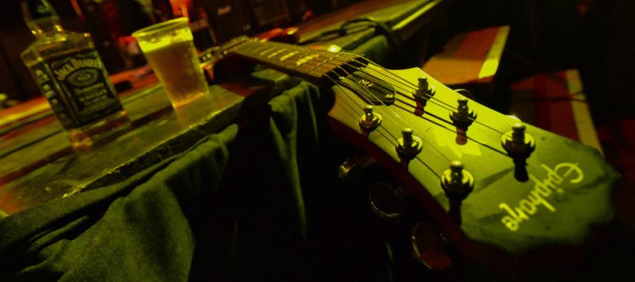 Gitara zachytená fotoaparátom Igora Bovdiša