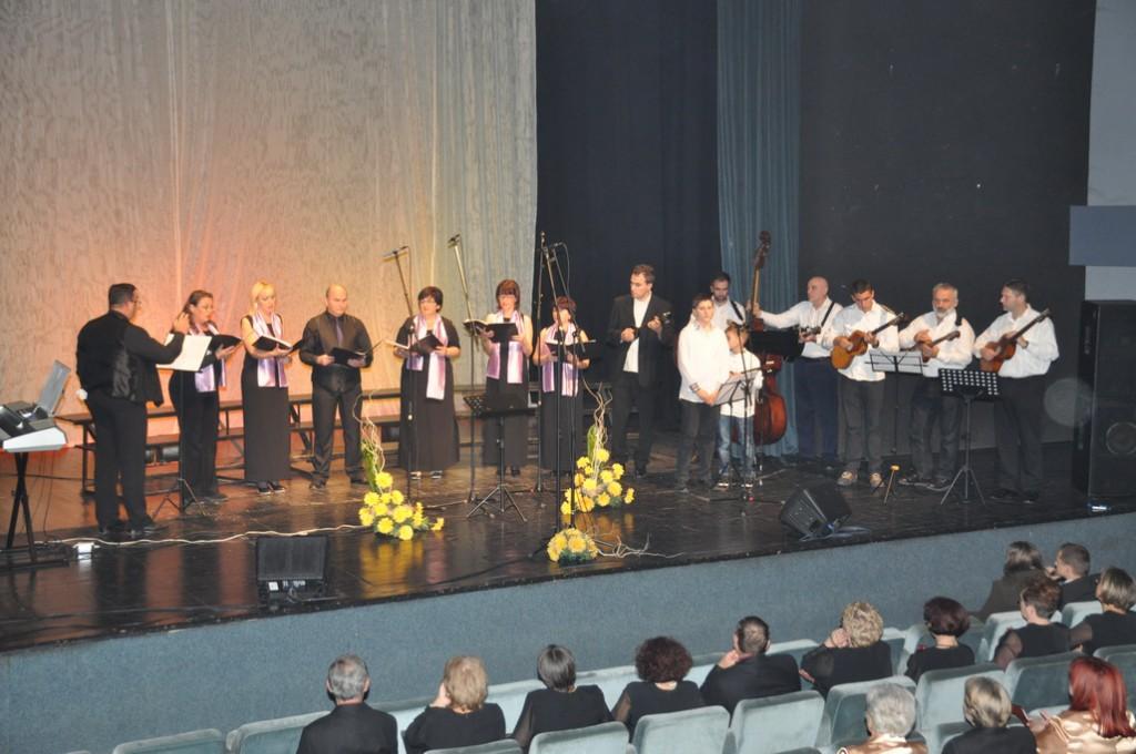 Spevácky zbor Primavera Stará Pazova aj s orchestrom